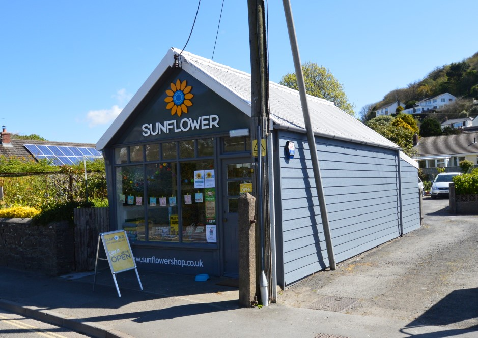 BRAUNTON - MAIN ROAD OFFICE / SHOWROOM / RETAIL UNIT For Sale