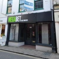 High Street Shop to rent Barnstaple