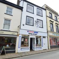High Street Shop to let Barnstaple
